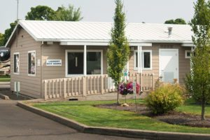 RV park with bathroom facilities in Salem